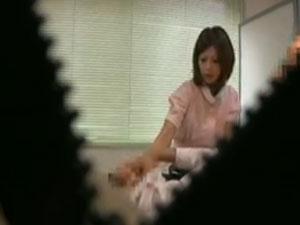 (秘密撮影)「モデル助手が患者にテコキ治療サービス」をするという噂の歯科医院から流出した衝撃映像☆