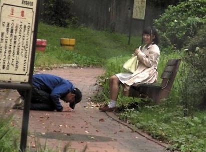 公園にいた子に一発ヤラせてと土下座したら本当にヤれたの巻