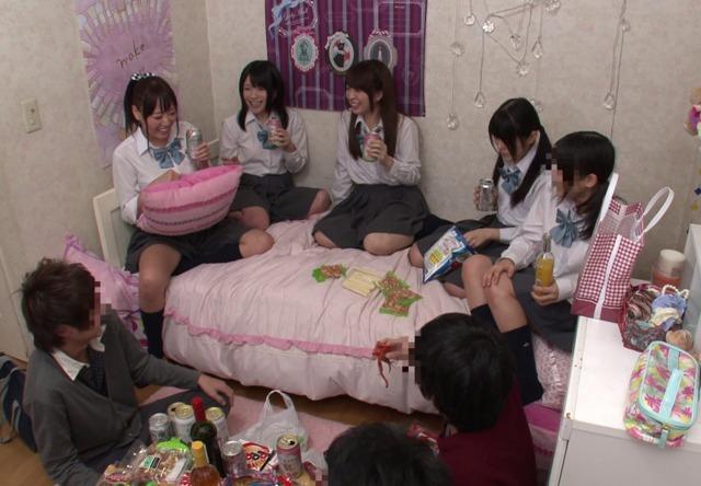 JKのイモウトのお泊まり会を隠し撮り☆そこに映っていた衝撃映像とは…