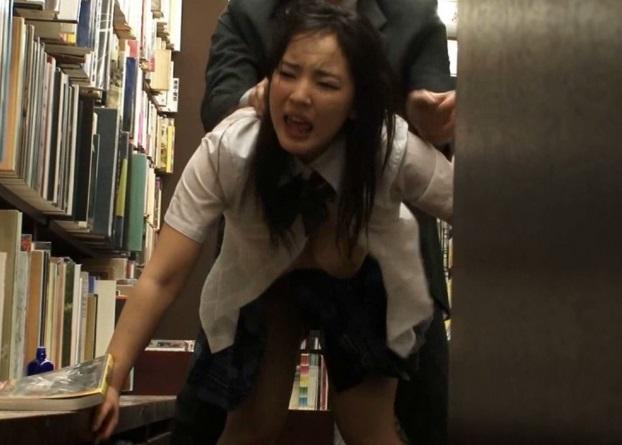 (強姦)『やだ☆おかしくなる☆』本屋に参考書を買いにきた真面目JKに後ろからイキナリ媚薬付きちんこをぶち込むキチク店主