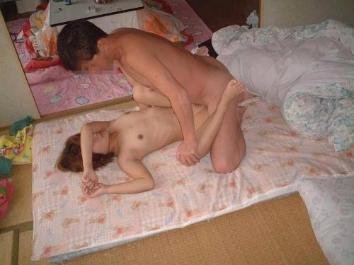 自分たちのセックスを見てもらいたいヘンタイカップルがお家で撮ったライフ感溢れるハメドリ写真の臨場感が異常wwww