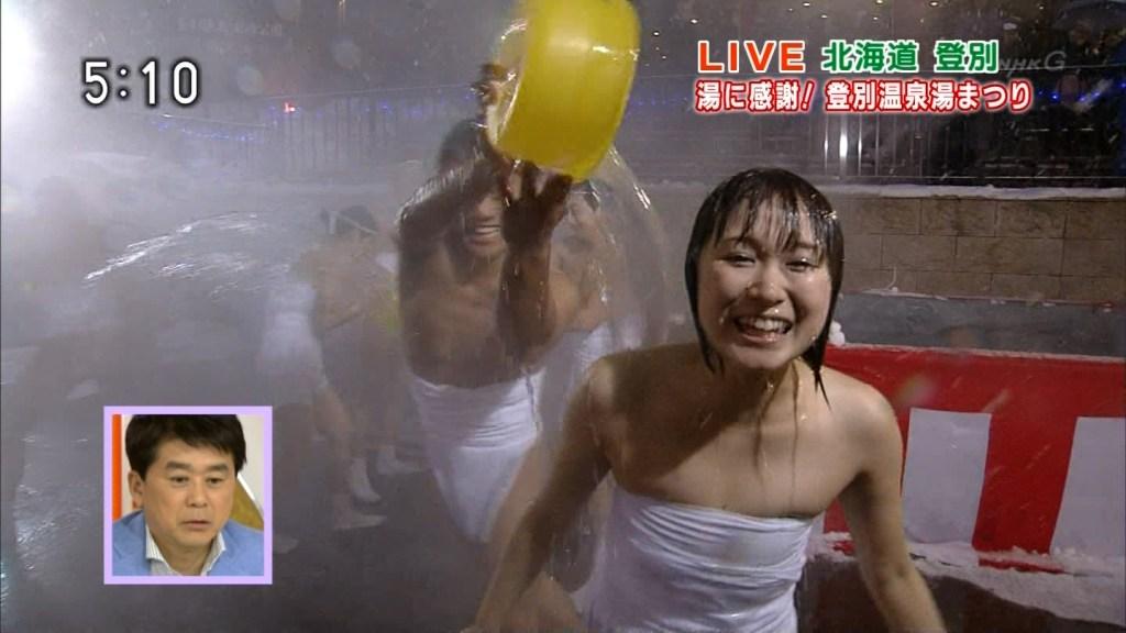 (キャプあり)NHKガチ出す。アナウンサーに晒しを巻いて湯をぶっかける暴挙。コレはGJ。