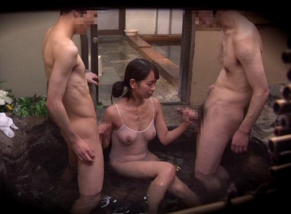 シロウト女性が挑戦☆『男湯で男性客のちんこを洗ってきたら10萬円☆』なお、強姦されても助けませんwwww
