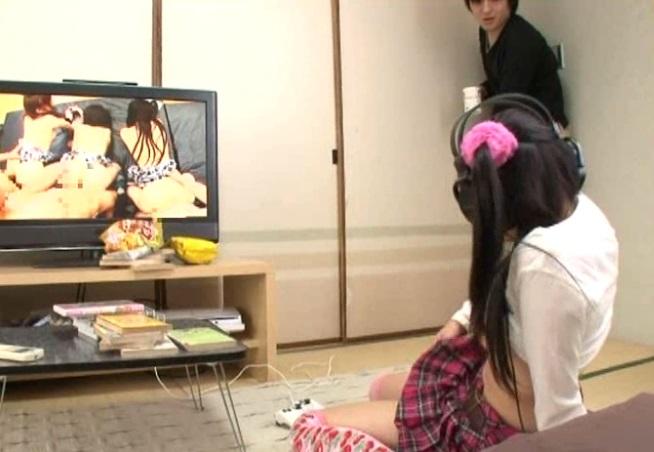 うおっ…マジか☆親戚のJS10代小娘が俺の家でつけっぱなしにしてたAV観ながらおなにーしてる…(このは)