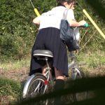 自転車のサドルに媚薬を塗られたJK。家まで我慢できずに通学路でオナニーを始めるww