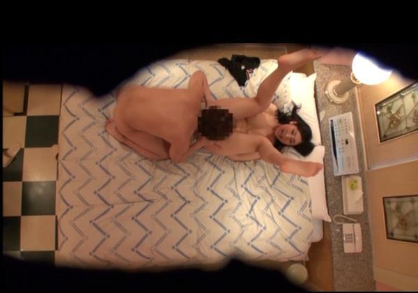HOTELの店員が秘密撮影したシロウトカップルの生々しいSEX…(写真15枚)