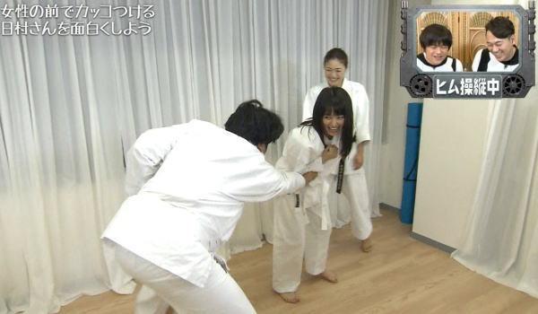 (キャプあり)バナナマン日村、「フジそんなバカなマン」で露骨に18才女子の股間を触るせくはら。