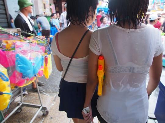 (※異文化)世界一えろい祭りと話題のタイの「ソンクラーン」の様子がコチラwwwwww(写真あり)