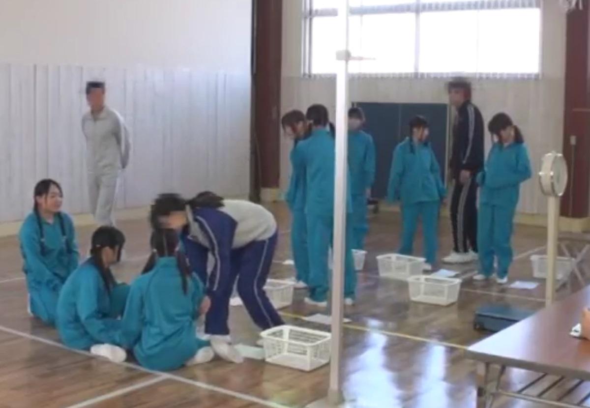 とある中●校で行われた身体測定の凄い映像が流出☆特別検査と称して女性器の発達具合を…