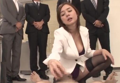 『ほら!もっと我慢しなさいよ!』ストレス発散の為に部下のチンポを強制射精させる女性部長【吉川あいみ】