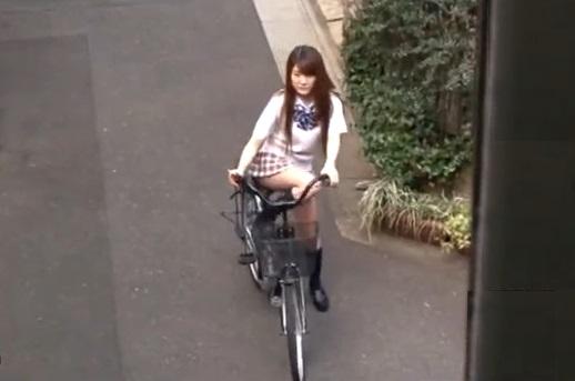 自転車でウチに遊びにきた近所の10代小娘に妊娠するまでナカ出ししまくった一部始終(南菜々)