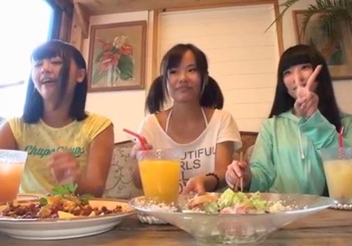 沖縄の海辺で遊んでいた地元の女子JC三人組と大乱交した一部始終(青井いちご 加賀美シュナ 辻井ゆう)