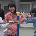 仲良く遊んでたJS少女3人を拉致!山奥に連れ込んで集団でワレメを奪い合う鬼畜レイプ!