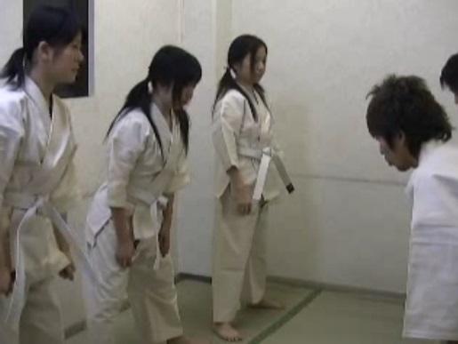 ヤバすぎる動画が流出!空手道場に体験入門にきたJCロリ少女を力ずくで中出しレイプした鬼畜集団
