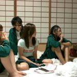 【JK】修学旅行で起きた奇跡!旅館の有料チャンネルを男子の部屋で見た女子グループが発情しちゃって…