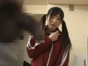 (少女ショタ)『あの…触ってもいい?』トイレ掃除中に初めて見た学校のBOYのちんこに我慢できなくなった女子JC10代小娘が…