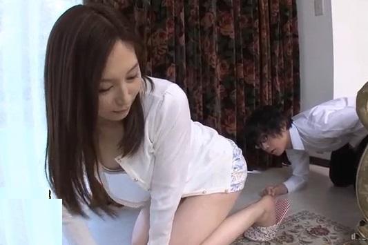 (ヒトヅマショタ)マジかこの状況…親友のお母ちゃんがノーパンで女性器をチラチラ見せてくるんだが