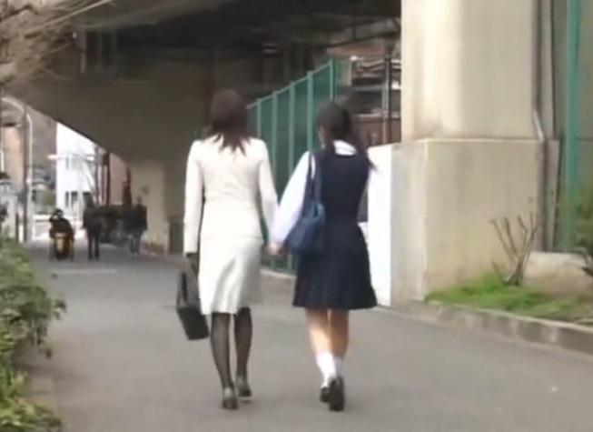 (オヤコ丼)入学式帰りの中●生と母親を狙ったチカン強姦事件の一部始終がこちら…