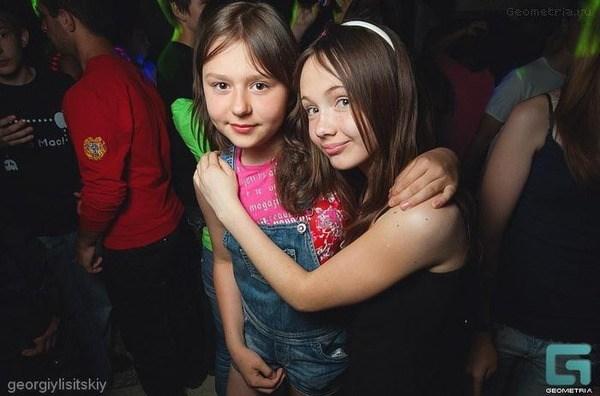 (ニュース速報)ロシアで大乱交パーティーに地元のJS・女子JCが出席して大問題に☆(写真あり)