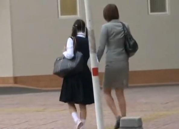 (※閲覧注意※)手を繋いで中●校の入学式から帰る仲良し母小娘をストーキング強姦した一部始終