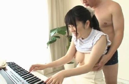 (シロウト)名門音楽学校に通うお嬢さま音大生がガチ挑戦☆ちんこ入れたままクラシックを演奏できたら100萬円☆