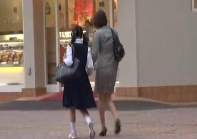 (オヤコ丼)入学式帰りの女子JC10代小娘と母親を狙ったレンゾク強姦事件の一部始終がこちら…