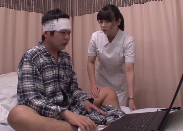 (近親ソウカン)『私がシテあげるから、ここで観ないで☆』入院中にAV鑑賞してたのがナースの姉さんにバレて…