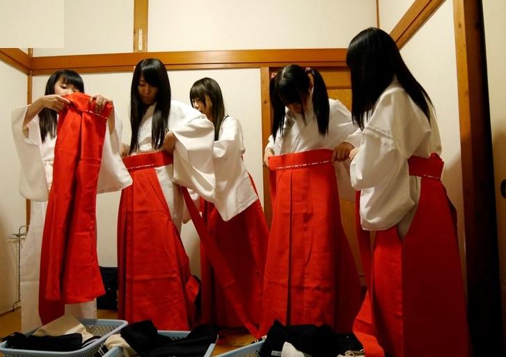 フィニッシュの儀式は集団純粋娘喪失…職業体験で巫女になった10代小娘たちに待ち受けていた悲劇がこちら