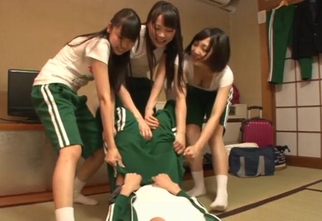 (修学りょこう)『巨大チンポなんでしょ☆?見せてよ☆』包茎が恥ずかしくてお風呂に入らないだけなのに女子達が勘違いして…