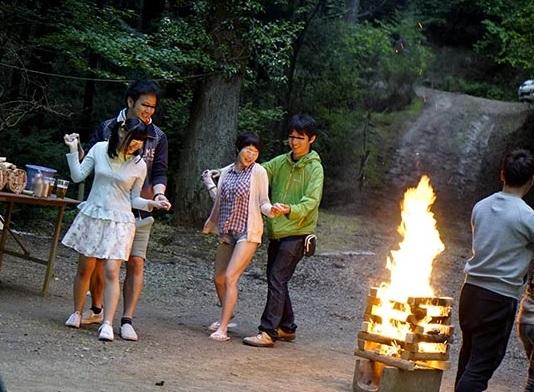 楽しいはずのキャンプが地獄絵図に…乱入した強姦魔に並べてナカ出しされた仲良し姉イモウト