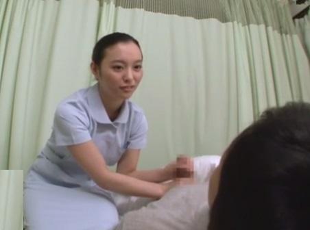 『オネエちゃんでもいい…?』もう我慢の限界☆入院続きでボッキが止まらないことを担当看護師の姉に相談した結果…