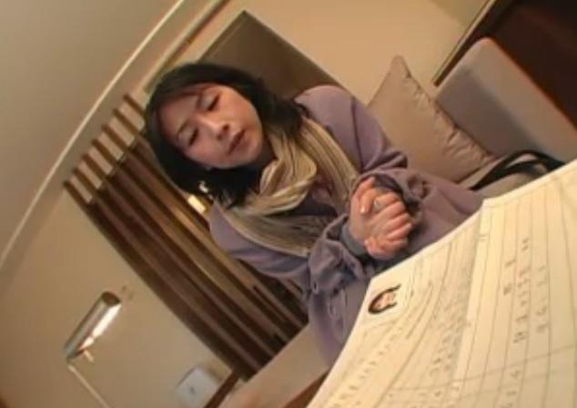 【人妻】現役の中学の音楽教師(38歳)キター!!学校を休んで旦那以外のチンポでイキまくる!