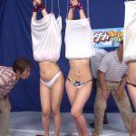 父親なら娘をマンコの形で当ててみろ!親子3組が参加したスカート巾着ゲーム