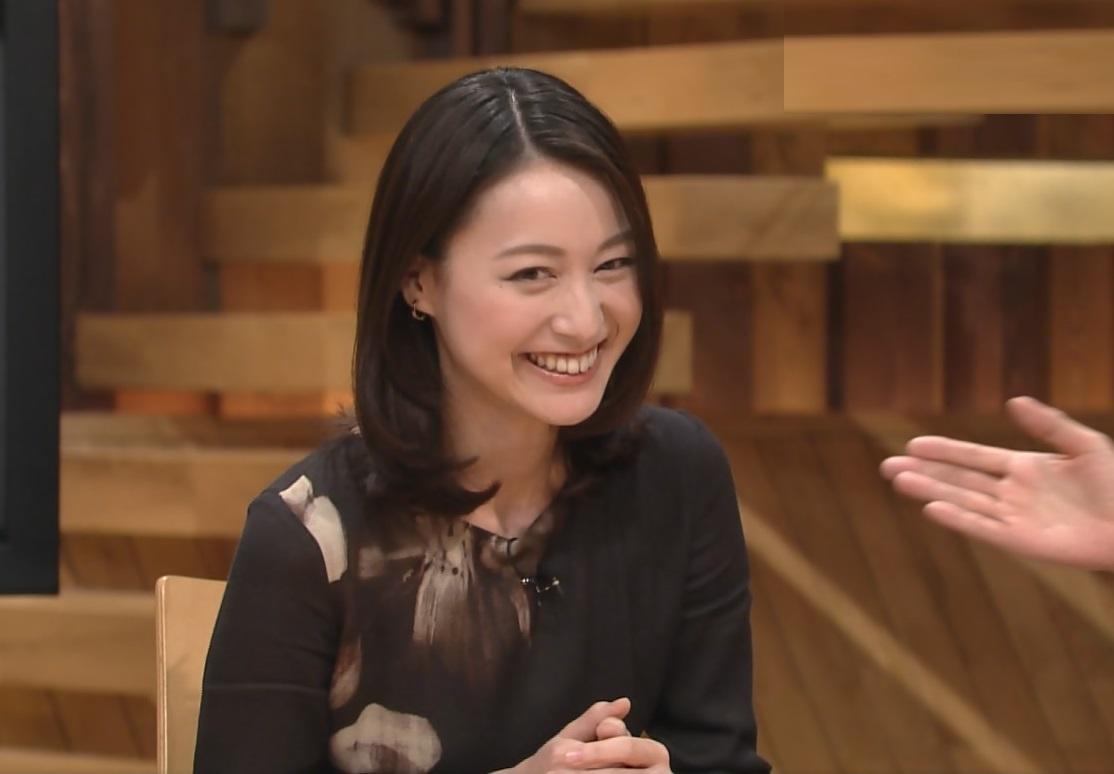 (まさかのピンク☆)小川彩佳(31)アナウンサー。あの伝説の風パンツ丸見えムービーキター☆☆☆☆