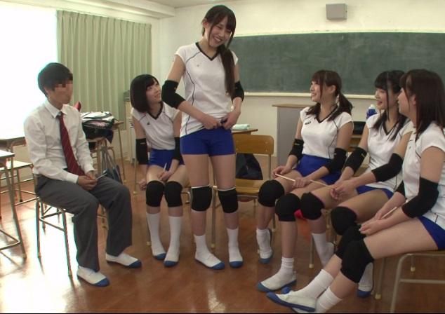 部活が中止になった放課後、純粋娘だらけの女子バレー部の王様GAMEに出席させられたBOYの末路wwwww