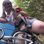自転車のサドルに媚薬を塗り込まれた女子校生。我慢できず通学路でオナニーを始めるwwww