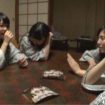【素人】旅行中の女子大生4人が挑戦!別室に泊まってる初対面の男子大学生グループに逆夜這いして中出し1発10万円!
