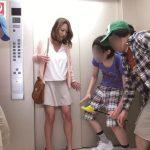 【おねショタ】『ウソでしょ…?ヤメて!』エッチに興味津々な小●生男児とエレベーターに閉じ込められた巨乳ママの末路…