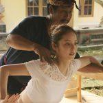 佐々木希さん(29歳)、バリ舞踊のドキュメンタリー番組で大開脚して陰部が見えるwwwwwwwwwww