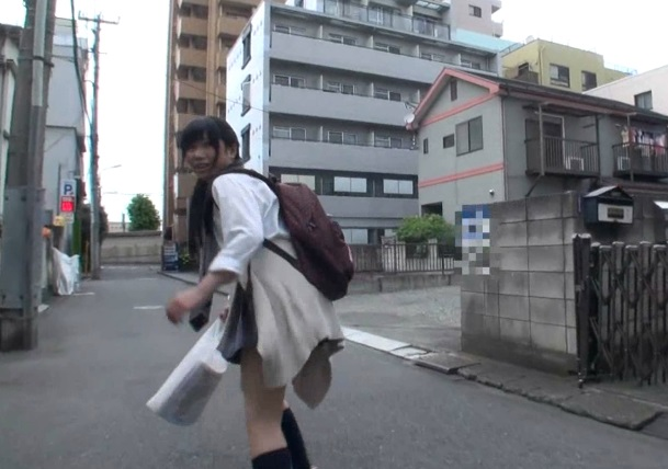 【投稿動画】盗撮がバレた犯罪集団が逆ギレ!逃げる女子校生を自宅押し込み中出しレイプした一部始終