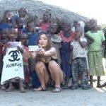 【海外出張企画】アポなし突撃!黒ギャル女優「AIKA」がアフリカ原住民の少年の筆おろしに挑戦wwww