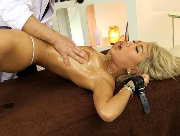 【AIKA】触れただけで即絶頂!凄腕マッサージ師に性開発された黒ギャルに巨根を挿入した反応wwwwwwwww