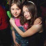 【ブラ外しゲーム】乱交パーティーに地元の小中学生が…ロシアで大問題になってる衝撃映像がこちら