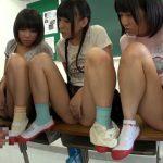 【ロリショタ】『男子の見てたら何か濡れてきたんだけど…』プール終わりに小●生男女が教室でお互いの性器鑑賞会!