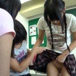 『ここ触ったら気持ちいいの知ってる?』女子小●生が教室で友達とワレメを見せっこ!男子に見つかってお互いの性器鑑賞会へ