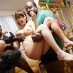 【本物NTR映像】黒人英会話講師宅のホームパーティーで泥酔した専業主婦が巨根に寝取られた一部始終