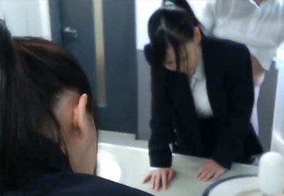 【個人撮影】これが噂の枕面接!?会社のトイレでスマホ片手にハメ撮りさせられてるリクルート女子大生||個人撮影,素人,美女,女子大生,流出,美少女,ハメ撮り