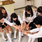 【JKハーレム】教育実習のお別れ会で始まった王様ゲームで女子生徒たちが最後に俺の勃起チンポを見ようと必死になって…