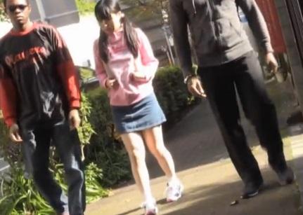 【自宅押し込み】ヤバすぎる体格差…女子小●生が巨根の黒人に犯されてる衝撃映像!||レイプ,ロリ,輪姦,JS,デカチン,小学生,押し込み