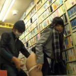 嫌なのに喘ぎ声が止まらない!本屋で赤本を探してる受験生に後ろから媚薬付きチンポをぶち込む鬼畜レイプ!